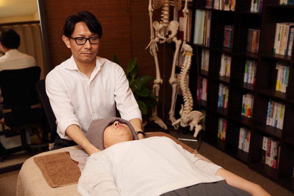 頸椎、頭蓋骨の調整
